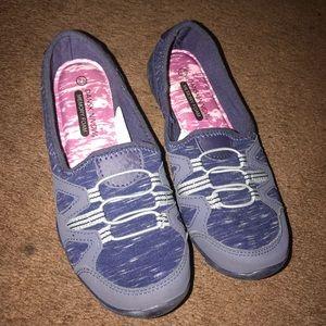 Woman memory foam shoes size 8